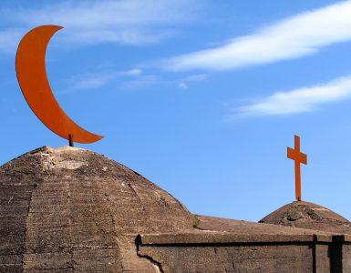 মুসলিম এবং খ্রিষ্টিয়ানরা কি একই ঈশ্বরের আরাধনা করে?